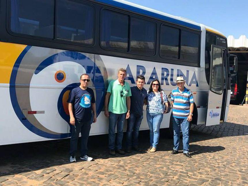 Direita para esquerda: instrutor da Expressor Nordeste, senhor Renildo, o motorista da PMA Maurício de Araújo, o assessor responsável pela frota da PMA César Donadelli, a Secretária de Educação, Roseli Martins e o motorista da PMA, David Dias.