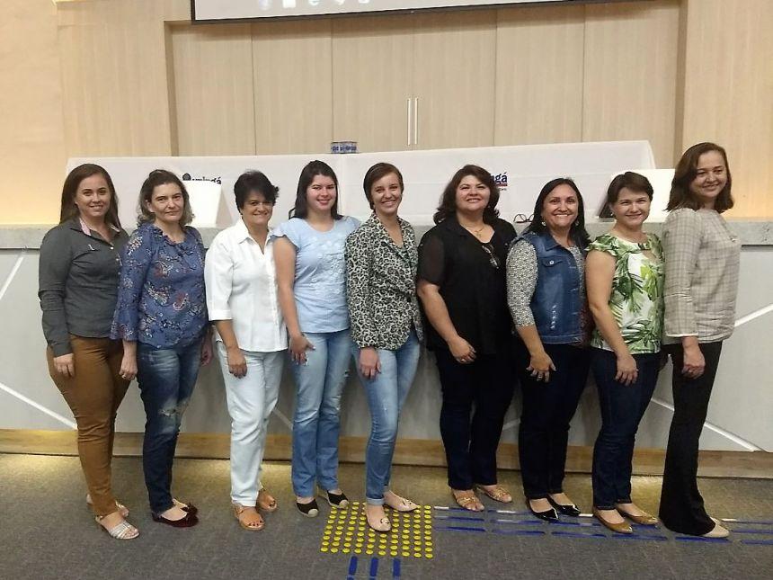 Representantes de Araruna marcam presença no IV Seminário Regional de Educação em Maringá. Fotografia: Roseli de Souza Martins.