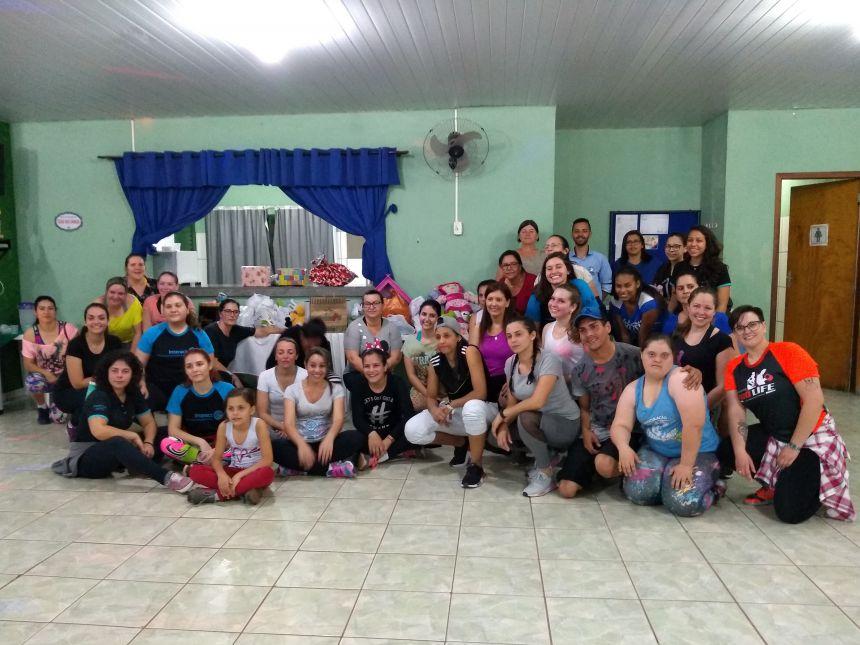 Sociedade ararunense se mobiliza em prol de crianças carentes. Fotografia: Jhony de Oliveira Lima.