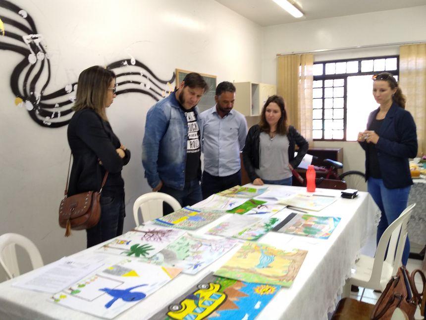 Júri elenca os premiados no I Concurso Municipal de Desenho. Fotografia: Jhony de Oliveira Lima.