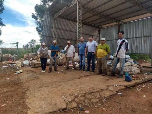 Autoridades visitam área de transbordo de resíduos. Fotografia: Rivaldo de Mattos.