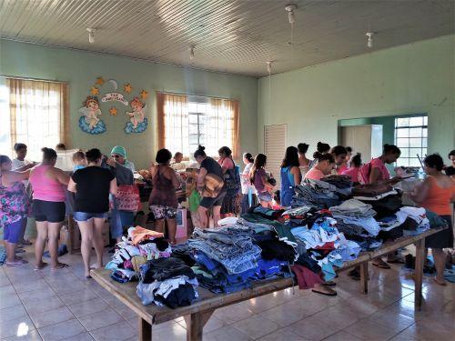 Moradores do Distrito de São Geraldo recebem doações do Projeto Solidariedade Não Tem Tamanho. Fotografia: Jhony de Oliveira Lima.