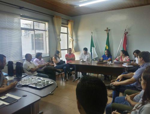 Autoridades discutem detalhes finais para aberura da Copa COMCAM em Araruna. Fotografia: Jhony de Oliveira Lima.