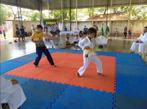 Crianças participam do I Festival de Karatê do Projeto Edificar. Fotografia: Leonardo Henrique Batista de Limas.