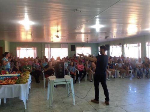 Legenda: A reunião mobilizou aproximadamente 100 pessoas. Fotografia: Jhony de Oliveira Lima.