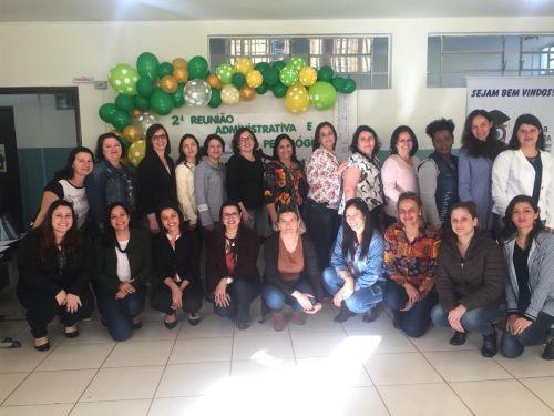 Equipe diretiva e pedagógica da Educação se reúne para alinhar metas para o segundo semestre; veja fotos.