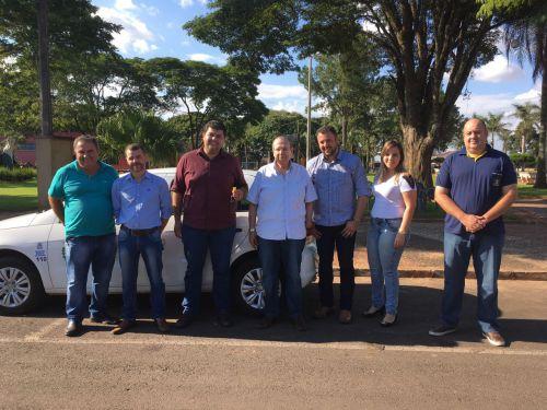 Em visita a Araruna, parlamentar oficializa entrega de automóvel para Saúde. Fotografia: Leandro Cesar de Oliveira.