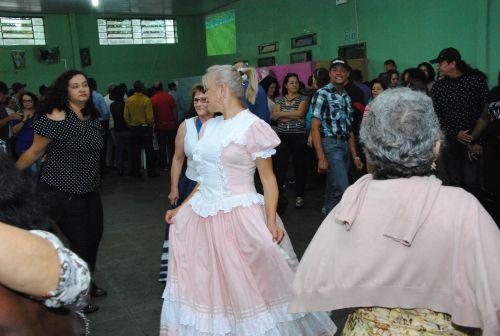 Tarde de diversão marcou o Baile Regional da Terceira Idade em Araruna. Fotografia: Jhony de Oliveira Lima.