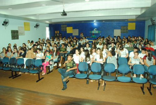 Alunos da Rede Estadual de Ensino participam de palestra sobre drogas. Foto: Rivaldo de Mattos.