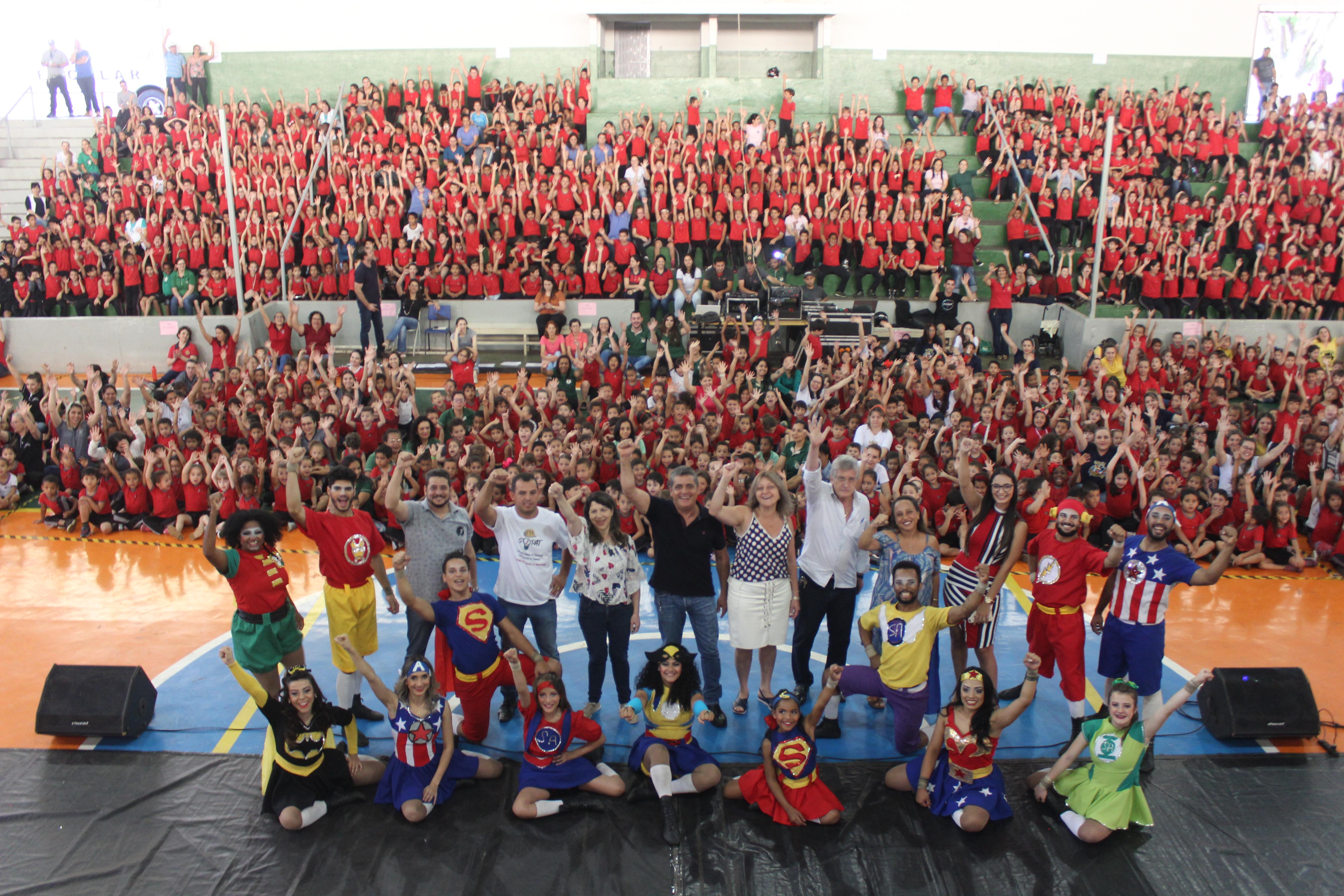 Dia das Crianças especial é comemorado por alunos da rede municipal e da Apae
