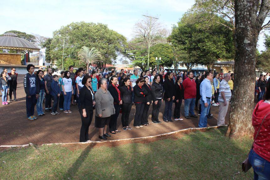Dia da Independência foi celebrado por autoridades, alunos e população
