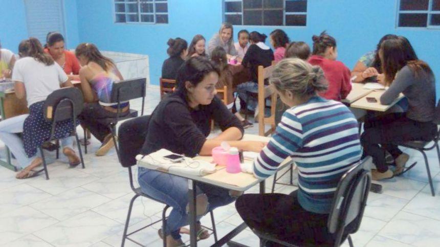 ASSISTÊNCIA SOCIAL E ESCOLA DO TRABALHO PROMOVEM CURSOS DE CAPACITAÇÃO EM TODO MUNICÍPIO