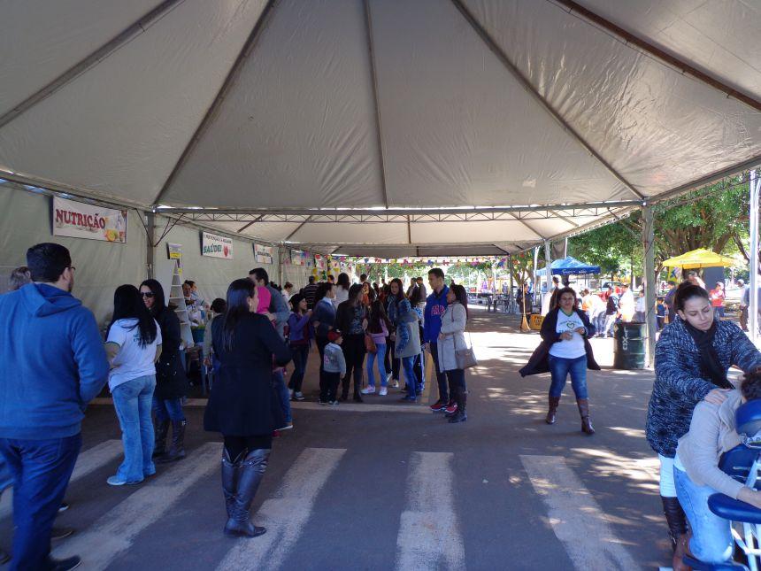 Equipe da Secretaria de Saúde Visita feira de Saúde em Amaporã.