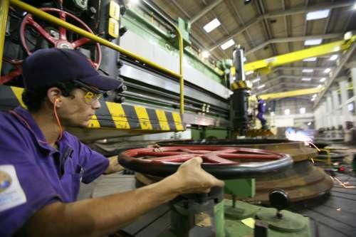 Paraná é o único Estado com crescimento na produção industrial
