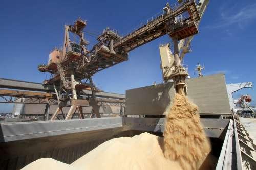 Governo revitaliza caminhos da soja, da propriedade ao porto