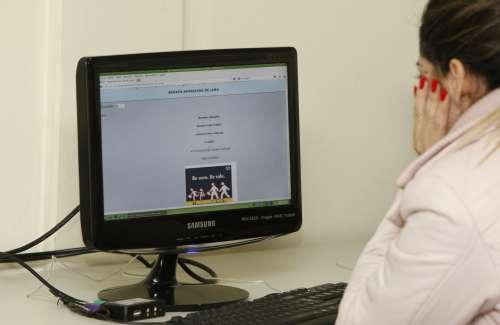 Alunos realizam provas online para concluírem o ensino fundamental