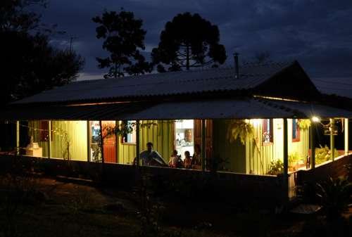Governo garante tarifa zero de energia elétrica para 220 mil famílias