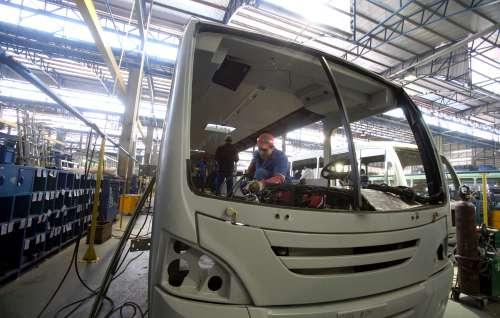 Indústria paranaense cresce 13%, segunda melhor marca do País