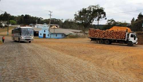 Governo do Estado vai melhorar estradas para escoamento de madeira