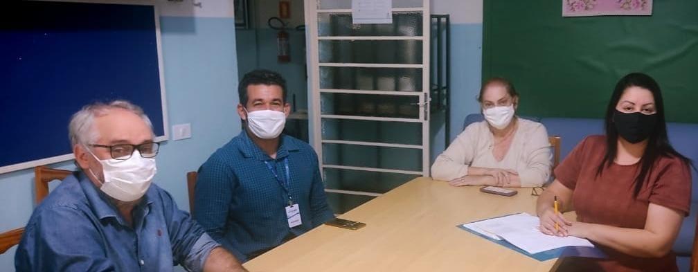 Prefeito Sérgio Borges e representante da Empresa C.Vale visitam APAE de Iporã.