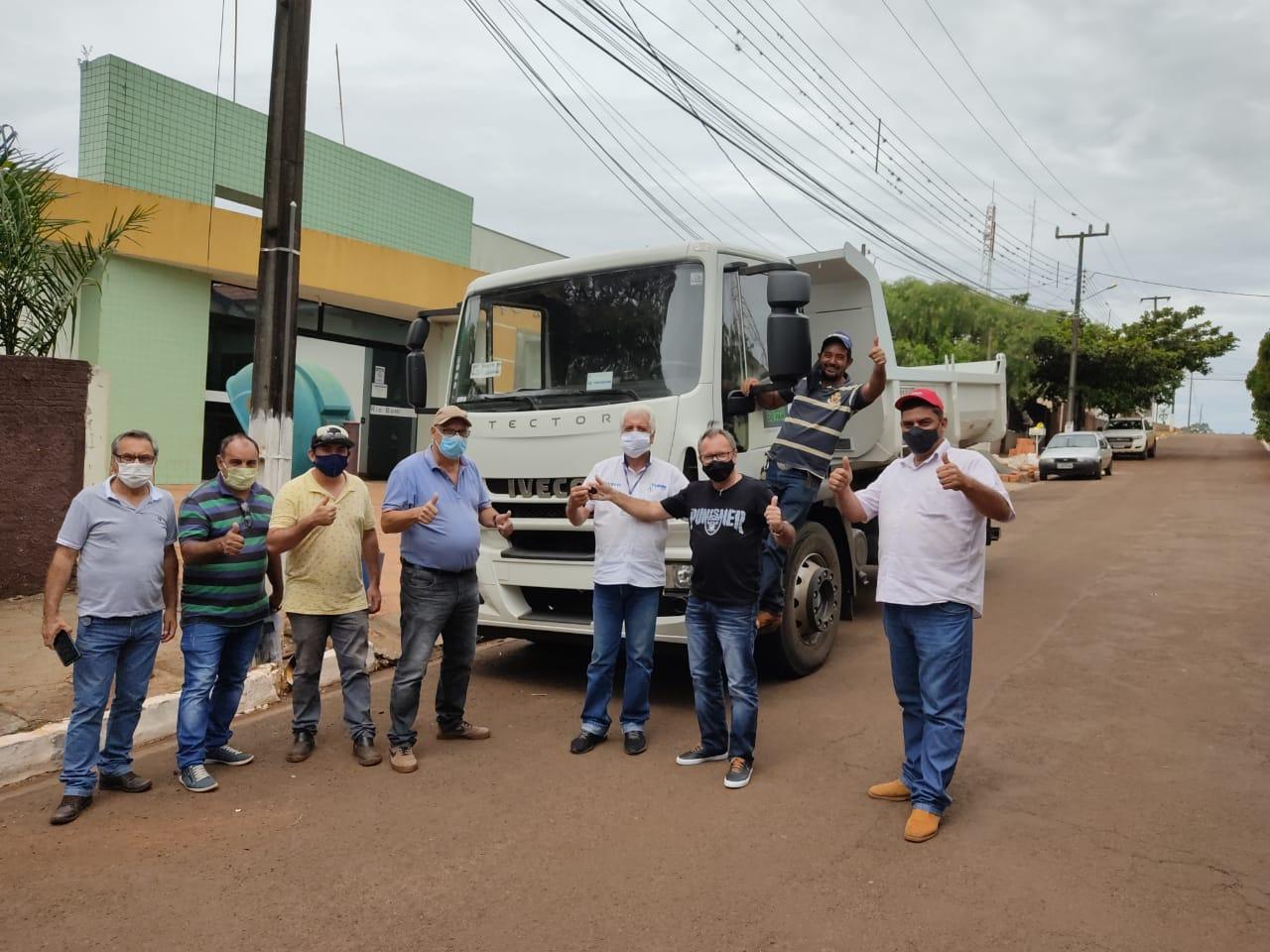 Rio Bom recebe novo caminhão basculante