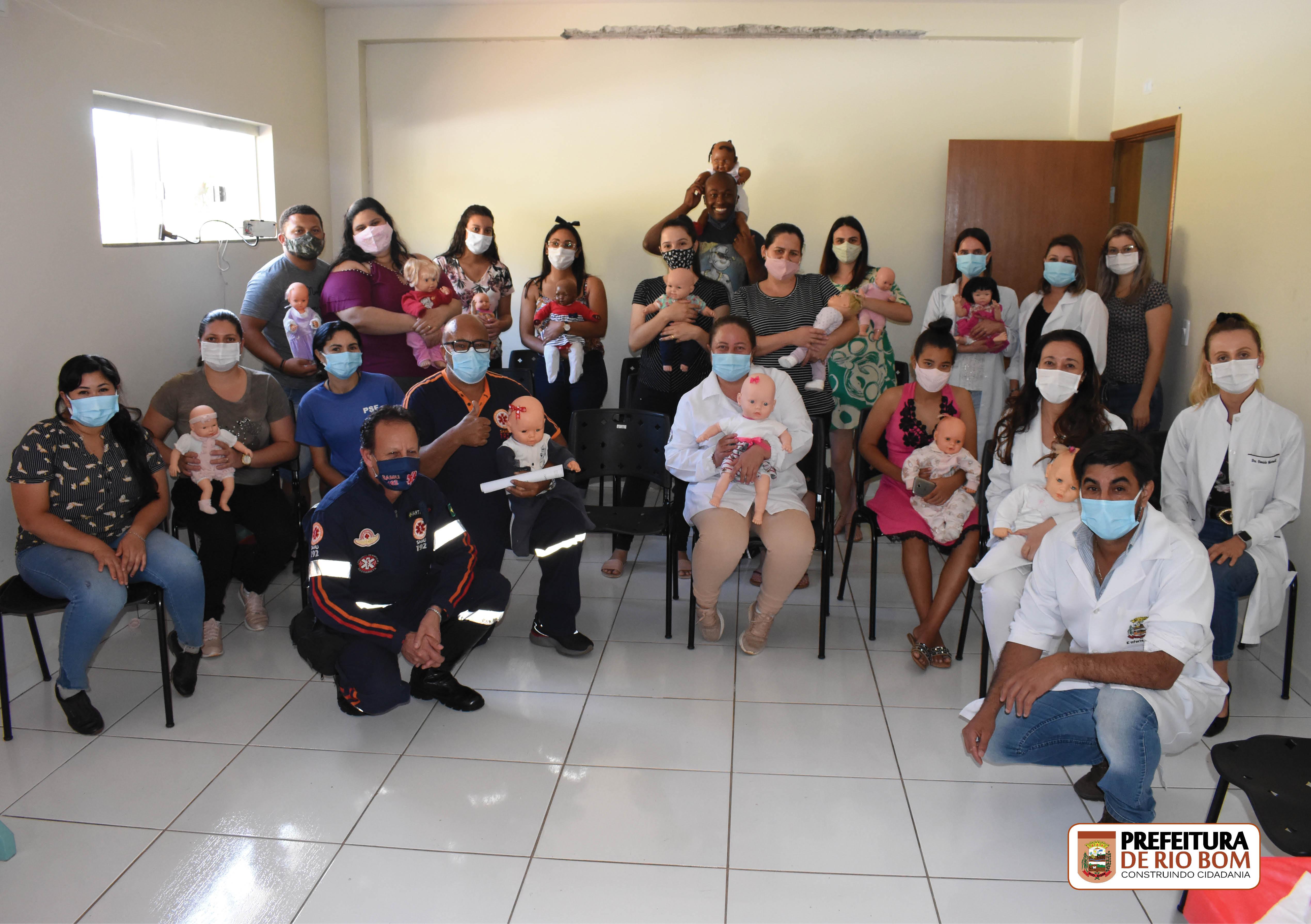 Gestantes, equipe de saúde da USF e integrantes do SAMU sobre  procedimentos de socorro contra afogamento de crianças