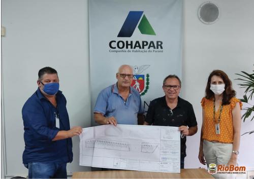 Prefeito Moisés e vice Anizio com os gerentes regionais da Cohapar em Apucarana