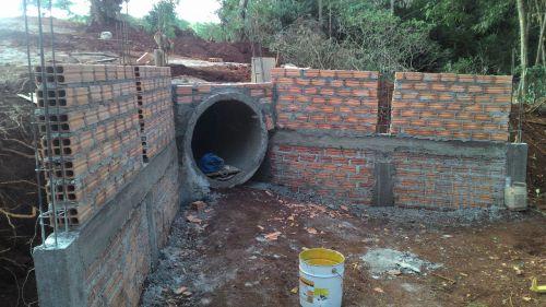 Galerias de drenagem de águas pluviais no distrito Santo Antônio do Palmital