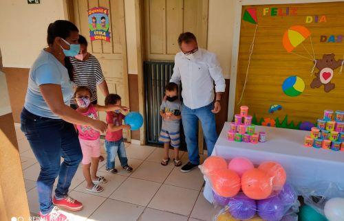 Educação comemora Dia das Crianças com entrega de brinquedos e atividades recreativas