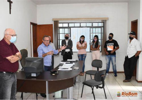 Prefeito Moisés Andrade (PSD) e seu vice, Anizio Marcelino (PTB), na primeira reunião com o funcionalismo público