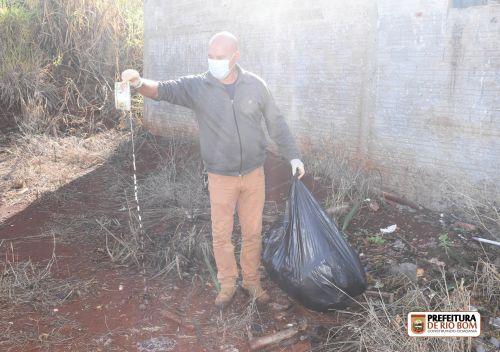 Vasilhame com água parada encontrada em terreno de vizinho