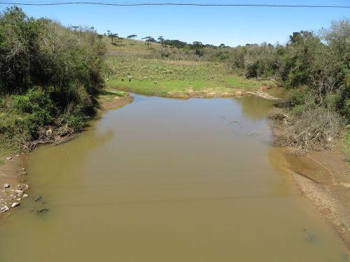 O rio da Vargem, afluente do Iguaçu, corta todo o município de norte a sul.