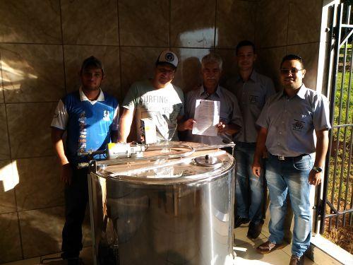 Prefeitura de Alto Paraíso entrega Resfriador de Leite para Produtor