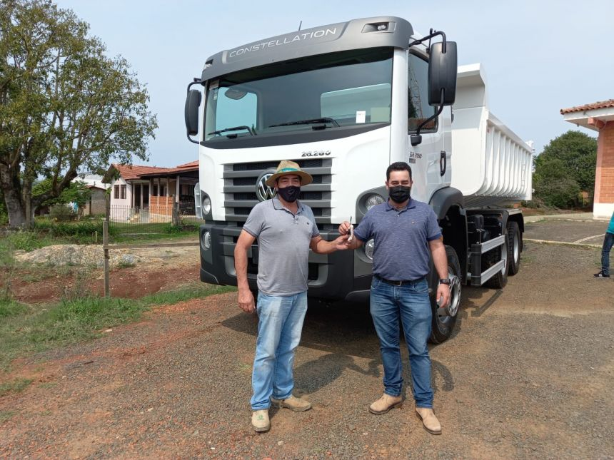 Prefeito Marcelo Leite recebe Caminhão 0 km