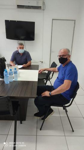 O Cel. Luiz Carlos Balsan e o Prefeito Marcos Henrique Chiaradia em conversa sobre ações que deram certo e barraram aumentos de casos e óbitos na cidade por conta da covid19.