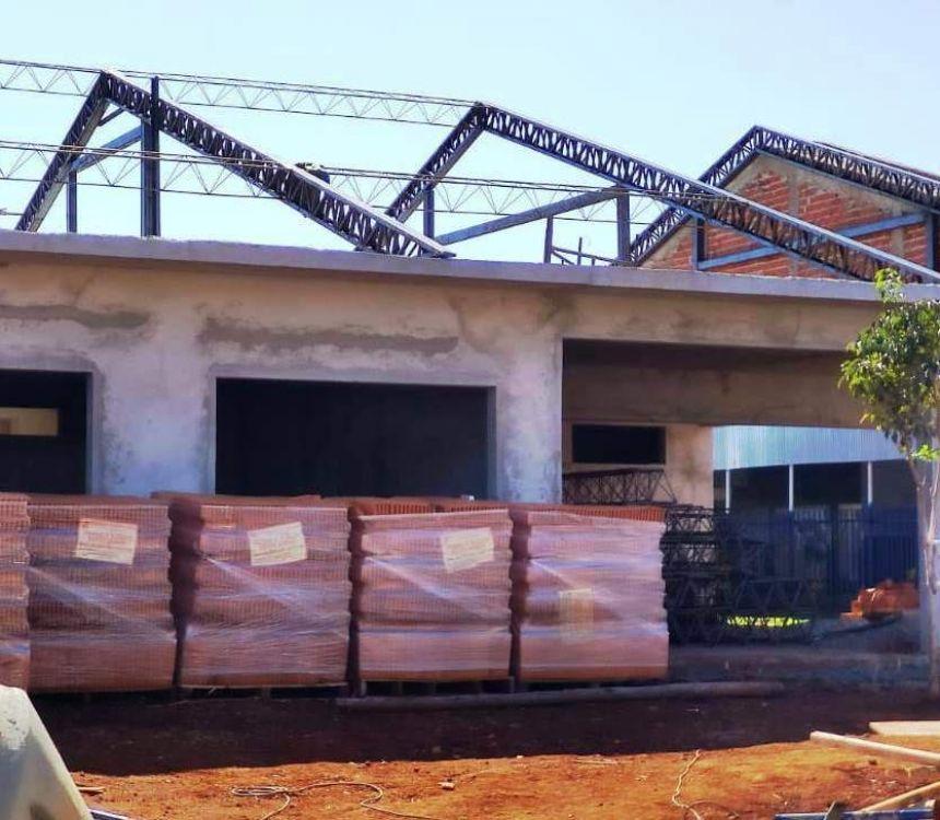 Escola Nilo Peçanha: obras de ampliação aceleram na cobertura para possibilitar próximas etapas