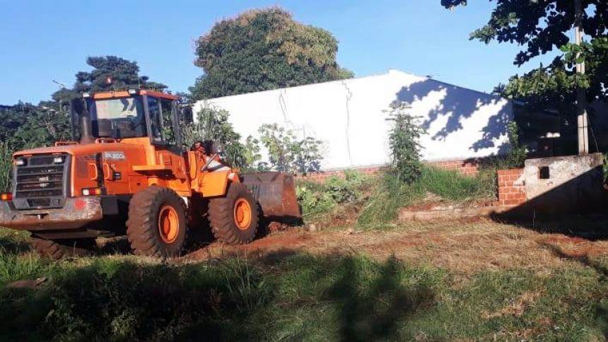 Foi realizada limpeza de terreno particular notificado, no Jd. Planalto