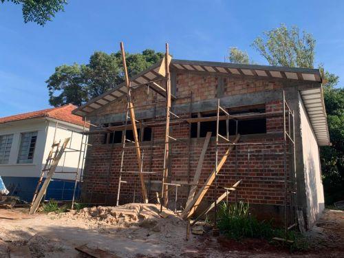 Construção de novos banheiros para a Escola Dr. Milton avançam
