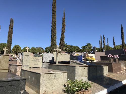 Cemitério de Marialva é furtado; evite comprar itens de metal sem saber a procedência