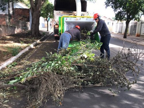 Prefeitura está nas ruas promovendo limpeza e conservação