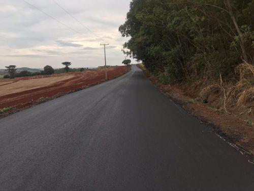 Estrada Caraná recebe pavimentação asfáltica