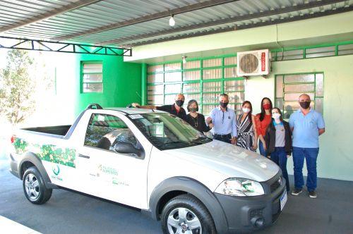 Prefeito de São Tomé entrega veículo que será usado no programa segurança alimentar