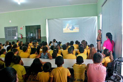 Administração promove palestra sobre educação no transito para alunos da escola 25 de julho