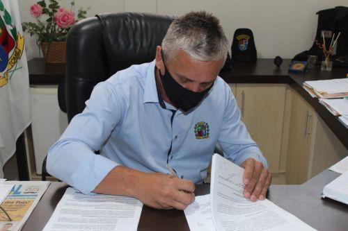 Prefeitura de São Tomé assina contratos de R$ 502.400,87 para investimentos em obras públicas