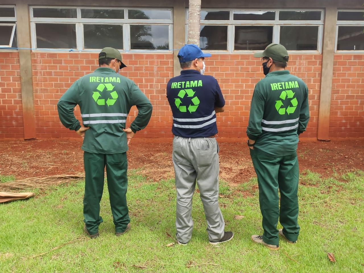 Entrega de Uniformes para os coletores de resíduos do Município de Iretama