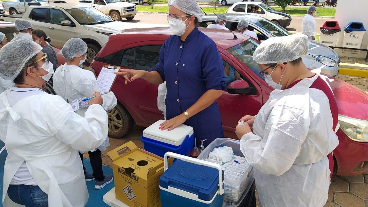 Vacinação de segunda dose da Coronavac deve continuar a partir de quarta-feira
