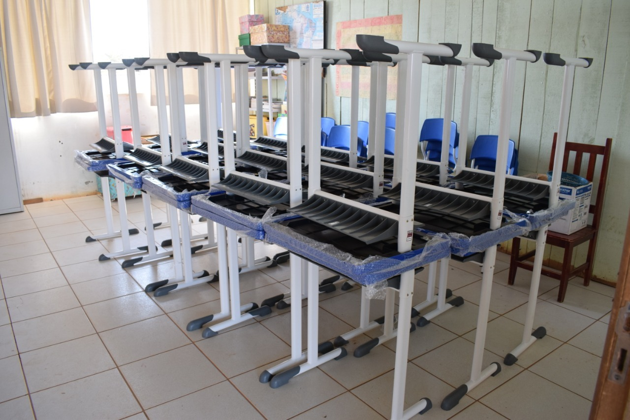 CONJUNTOS MOBILIÁRIOS PROPORCIONARÃO conforto aos alunos matriculados na escola
