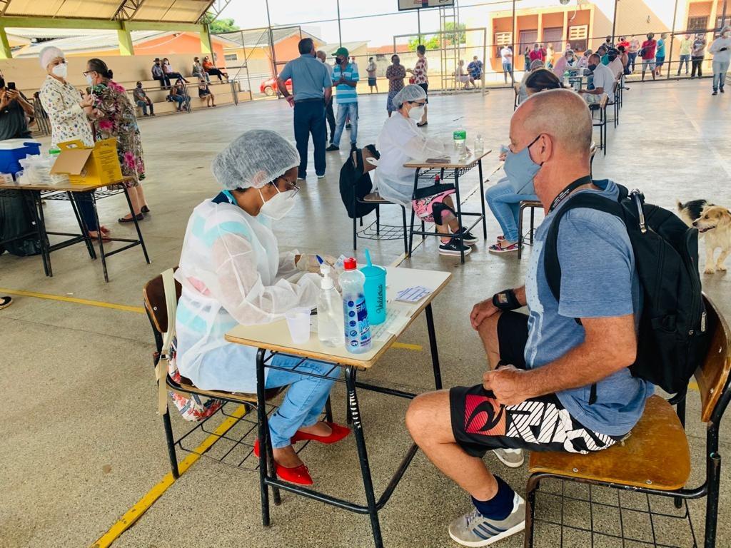 Com três recordes diários seguidos, Vilhena vacina mais de 2,5 mil pessoas em três dias