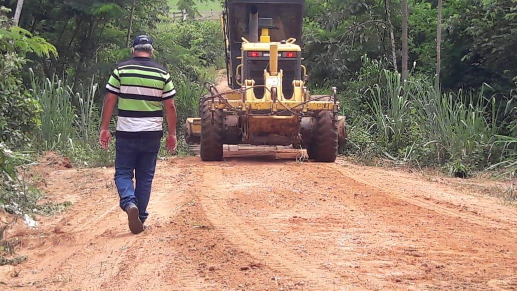 Força-tarefa da Prefeitura de Vilhena recupera estradas e faz serviços em Nova Conquista