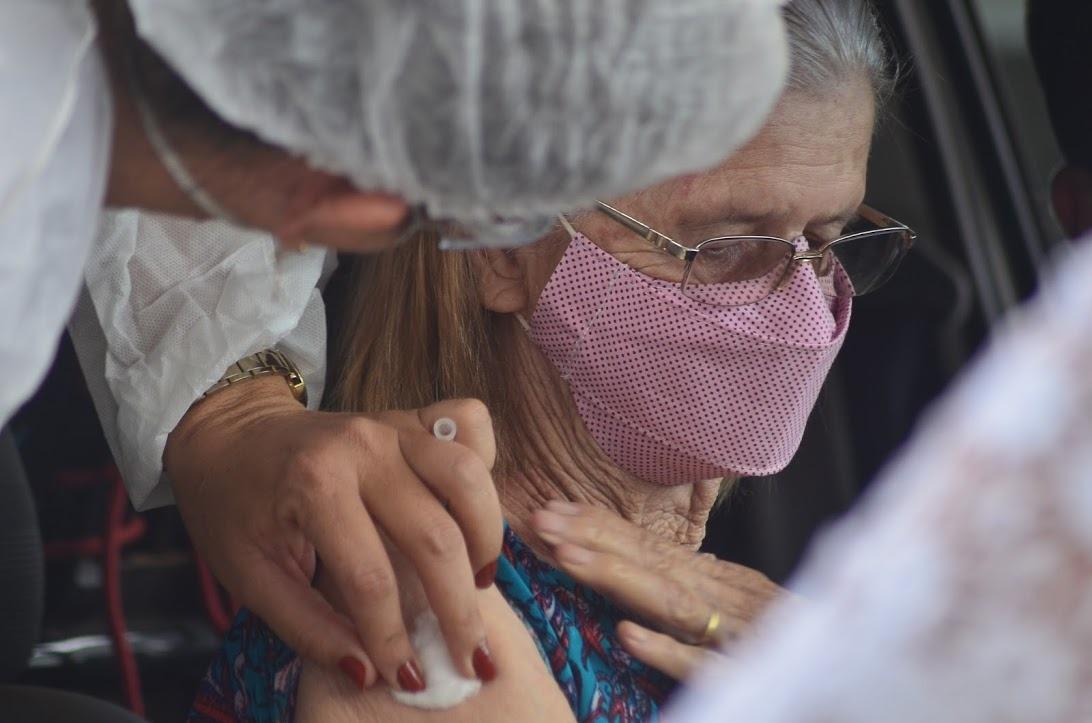 Idosos de 63 e 62 podem ser vacinados nesta terça e quarta-feira em Vilhena, veja horários e locais